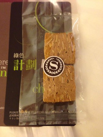Sheraton Grande Taipei Hotel: Cookie on Bed
