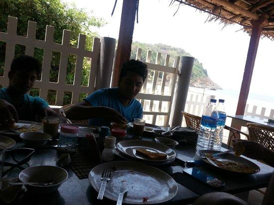 Arya Ayurvedic Panchakarma Centre Gokarna : Breakfast at the restaurant