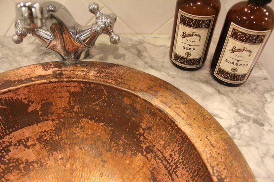 Brown Feather Hotel: Gorgeous fittings and toiletries
