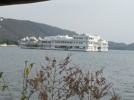 Raas Leela Luxury Camps: Lake palace  from our room