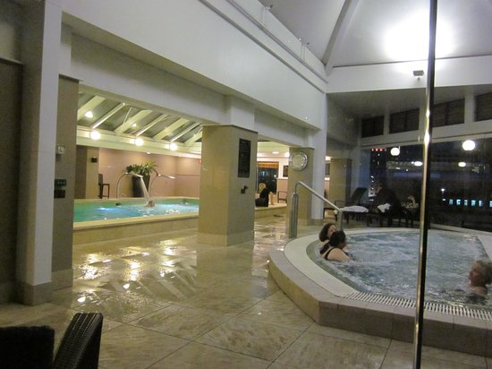 The Langham, Melbourne: pool and jacuzzi