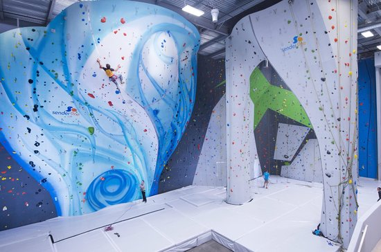 Sender One Climbing : Tallest and biggest indoor climbing gym in Southern California