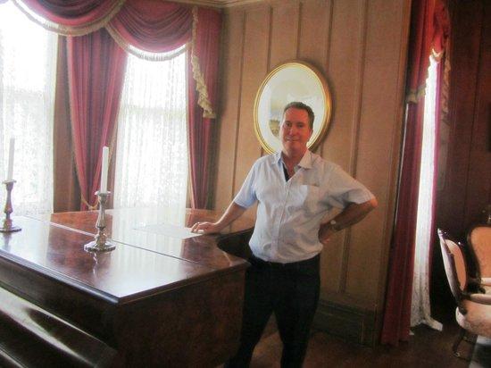 Highwic: Piano in living room