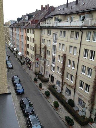 Hotel Vier Jahreszeiten Kempinski Munchen: Outside the window