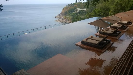 Paresa Resort Phuket: Nice view but no one ever goes to the poolside bar