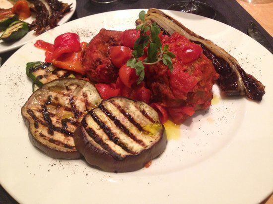 Twentyone Hotel: My delicious meal of meatballs and grilled vegetables.
