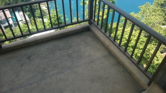 Paresa Resort Phuket : Dirty floors on the terrace