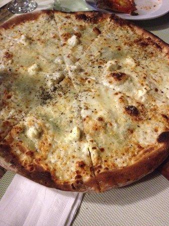Giuseppe Pizzeria and Sicilian Roast: Yummy cheese pizza!