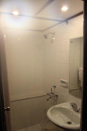 Swagath Holiday Resorts: Room 302 - Bathroom