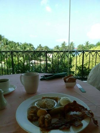 Shangri-La's Rasa Sentosa Resort & Spa : breakfast