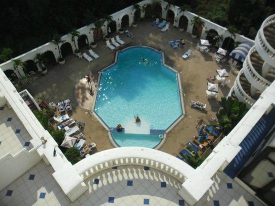 Grand Sole Pattaya Beach Hotel: Вид сверху на бассейн