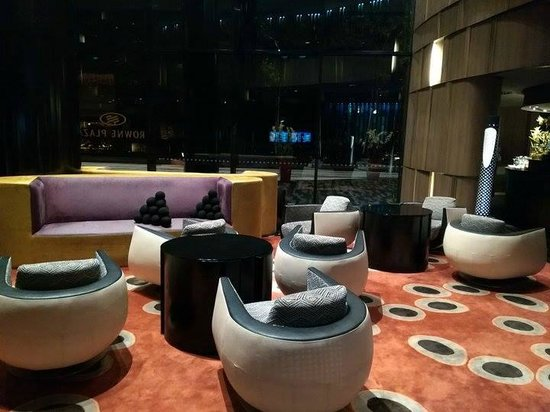 Crowne Plaza Changi Airport: check in lobby