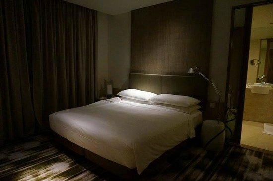 Crowne Plaza Changi Airport: bed room