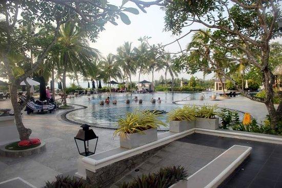 Vivanta by Taj - Bentota: Swimming Pool