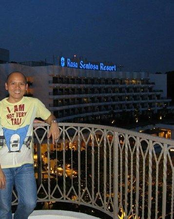 Shangri-La's Rasa Sentosa Resort & Spa : Facing The Pool