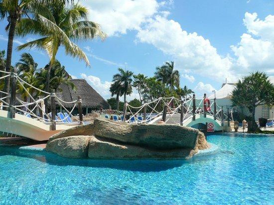 Une petite partie de la piscine picture of royalton hicacos varadero resort - Prix d une petite piscine ...