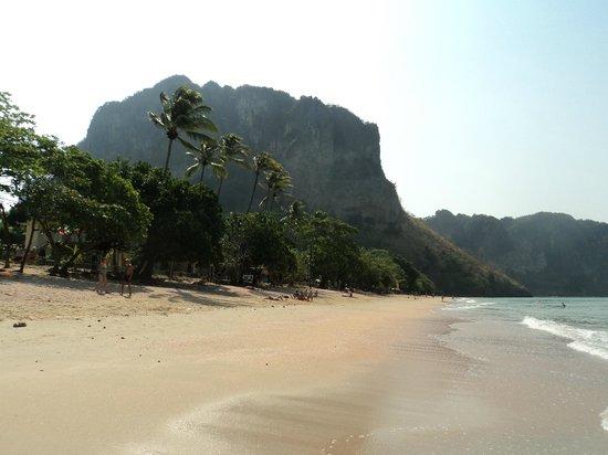 Krabi Resort: Beach at Karbi