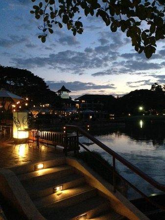 Le Meridien Chiang Rai Resort: Vista dal Bar bordo fiume
