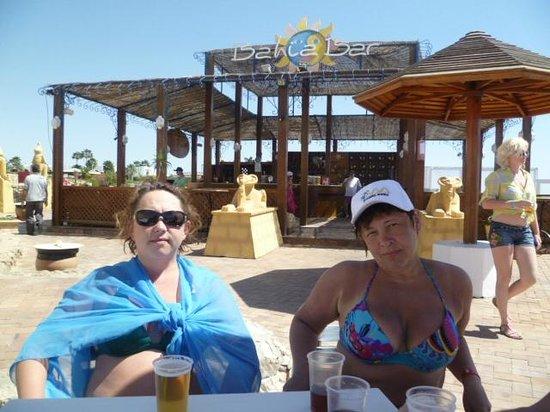 Domina Hotel & Resort Harem: BAHIS BAR на пляже рядом с главным понтоном