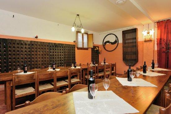 Agriturismo Sasso Rosso: sala degustazione