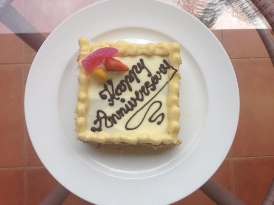 Padma Resort Legian : The fabulous wedding anniversary cake we received