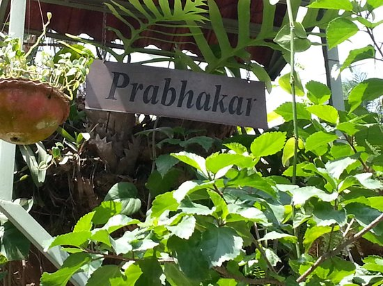 Prabhakar Homestay : They've placed prominent signs on all entry roads.