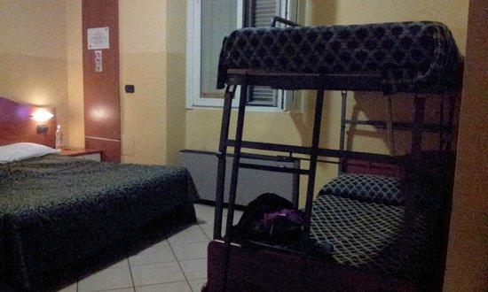 Best Hotel: Particolare della stanza (quadrupla)