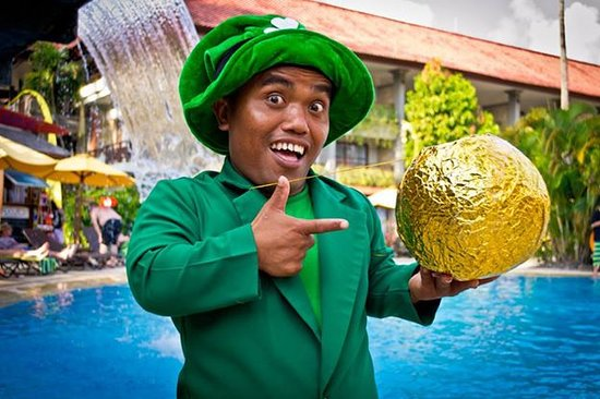 Bali Dynasty Resort Hotel: Meet Ketut with his Pot of Gold