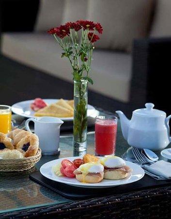 Bali Dynasty Resort Hotel: Breakfast in Tent Villa
