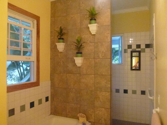 Ka'awa Loa Plantation: suite bathroom