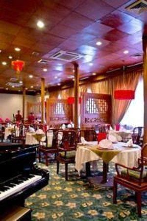 Golden Lotus Chinese Restaurant: Classic Interior