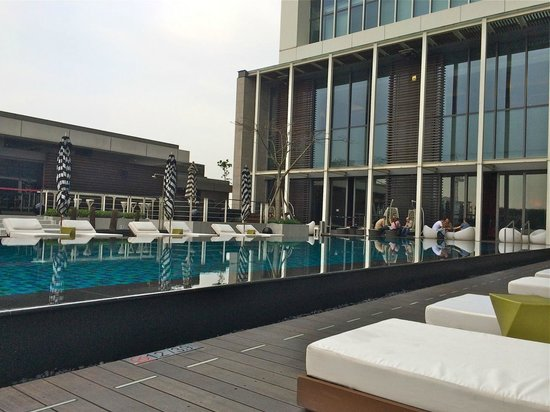 W Taipei : Poolside