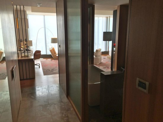 W Taipei: Cool Corner Suite from entry foyer
