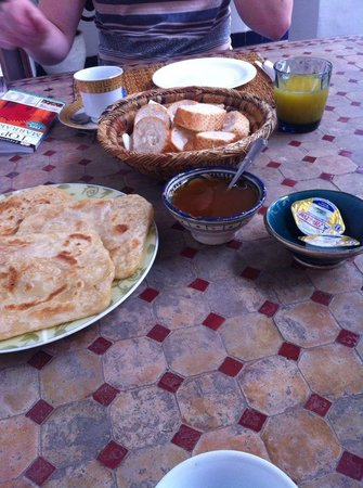 Riad El Sagaya : Our first breakfast! =)