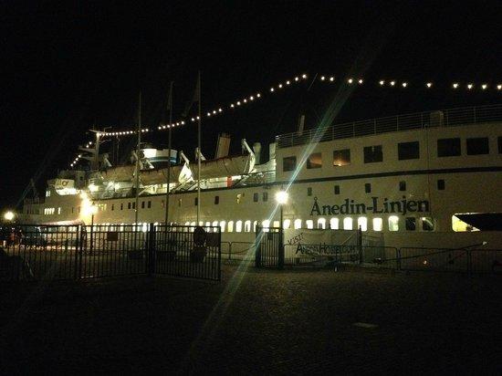 M/S Birger Jarl Hostel & Hotel: Vista in notturna