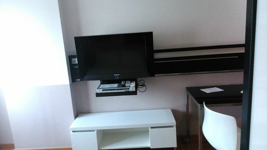 "Citadines Sukhumvit 23 Bangkok: 32"" tv  in the room"