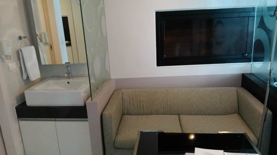 Citadines Sukhumvit 23 Bangkok : sofa cum dining