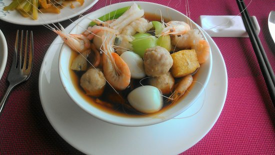 Wenzhou International Hotel: custom your noodle soup at breakfast buffet