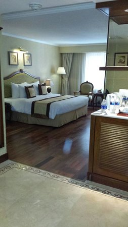 Grand Hotel Saigon : Lovely spacious room. .number 716 no view but bigger room made up for it