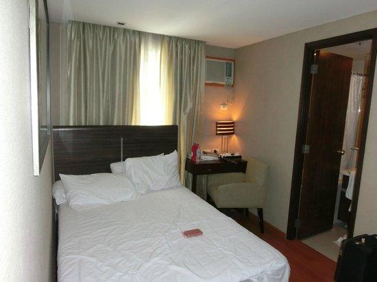 Antel Hotel: 部屋1ダブルベッド