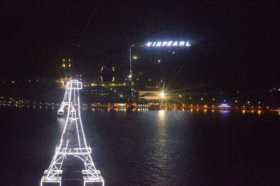 Vinpearl Nha Trang Resort : Ночь...улица... канатка...