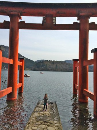 "Hakone Shrine / Kuzuryu Shrine Singu : Entrace torii gate to the shrine, in Lake Ashi (""hai, cheesu!"")"