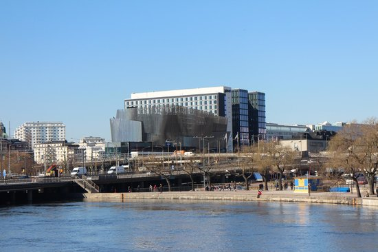 Radisson Blu Waterfront Hotel: The hotel from across the water