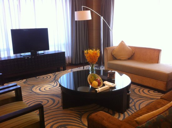 InterContinental Saigon Hotel: the very spacious lounge of the executive suite