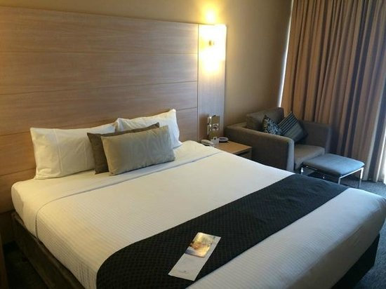 Sage Hotel Adelaide: Nice comfy King size bed
