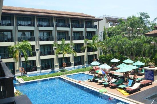 Ananta Burin Resort: Hotel surrounding & swimming pool