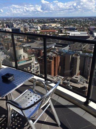 Meriton Serviced Apartments Kent Street: Balcony