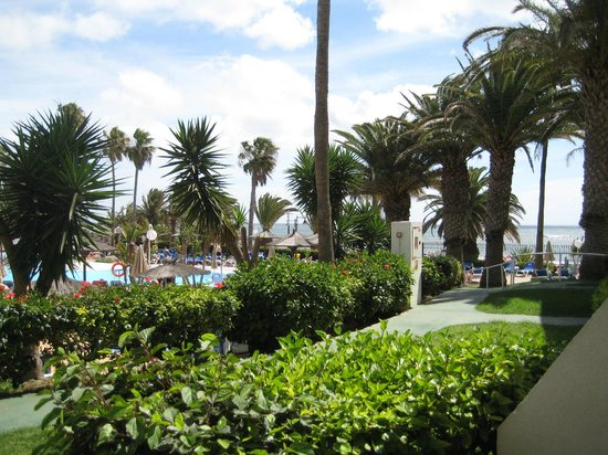Sol Lanzarote All Inclusive : view to the right from our ground floor room