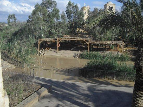 Qasr al-Yahud Baptismal Site: Rio Jordan. Lugar del bautismo desde Israel