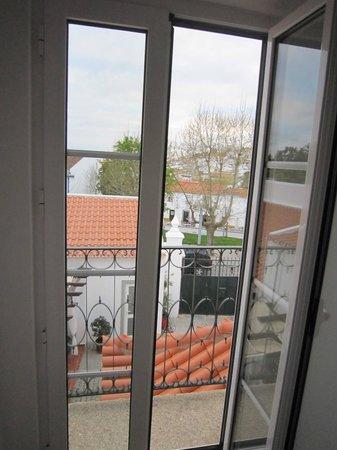 Casa do Platano: Quarto lilás - vista para Arraiolos